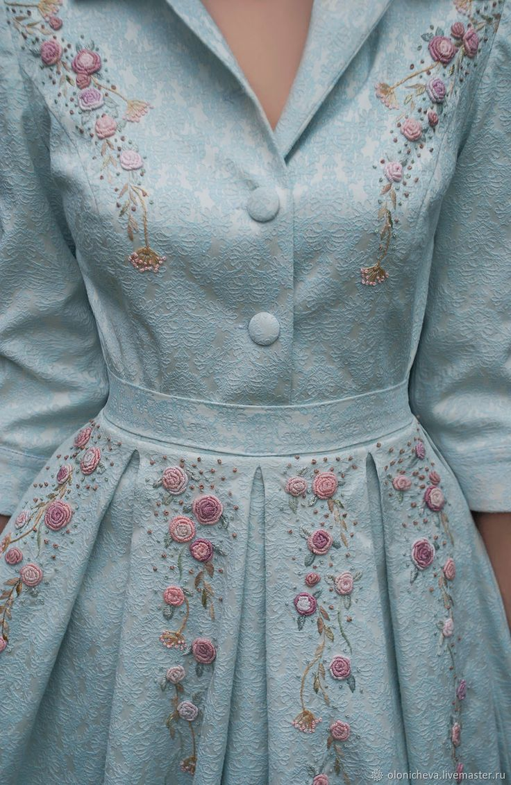Vintage Outfits : Luxury jacquard dress with embroidery